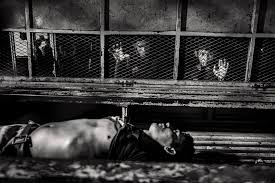 javier arcenillas latidoamerica burn magazine marero killed by suffocation in the prison of san pedro sula is taken to the morgue