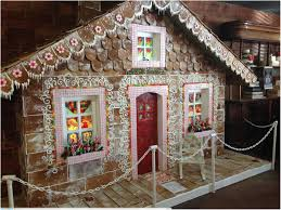 outdoor gingerbread house decorations extreme gingerbread houses 1007