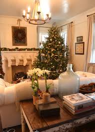 Decorations:Wonderful Christmas Living Room Decor Idea Reddish Tone Is  Brought In With The Simply