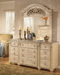 Old World Bedroom Furniture Saveaha Poster Storage Bedroom Set From Ashley B346 67 64s 50 98