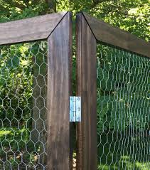 chicken wire fence ideas. How To Build A DIY Folding Display With Chicken Wire - By Girl (and Guy Chicken Wire Fence Ideas O
