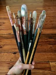i use paint brushes daily i usually use a filbert or a flat my go to size is 8 for 3 decades i have used well made natural bristle brushes