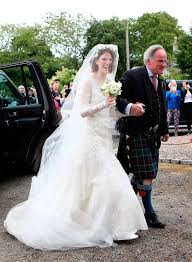 rose leslie with her father sebastian leslie arrive at rayne church kirkton of rayne in aberdeenshire for her wedding ceremony with game of thrones