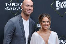 Jana kramer is going through divorce one day at a time. Jana Kramer Says Marriage To Michael Caussin Is Over Upi Com