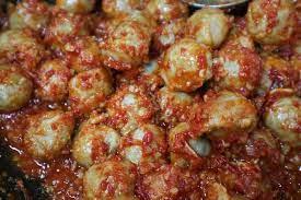 Buat kamu yang mau coba menu lain untuk santap sore, coba deh menu yang berbeda. Resep Bakso Mercon Pedas Yang Bikin Ketagihan