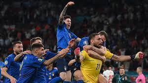 كرة القدم قادمة (إلى) روما وإيطاليا تفوز بكأس الأمم الأوروبية 2020 بعد  فوزها على إنجلترا بركلات