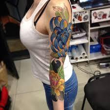 тату цветы и розы для девушек на руке цветные и черные маленькие и