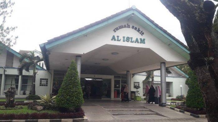 Suasana di depan Rumah Sakit Al Islam Bandung, Kota Bandung, Selasa (7/1/2020)