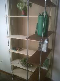 Libreria di barre filettate e tavole di recupero laboratorio