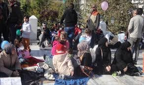 اليونان - لاجئ سوري يشعل النار في نفسه