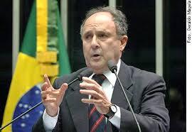 Resultado de imagem para O senador Cristovam Buarque