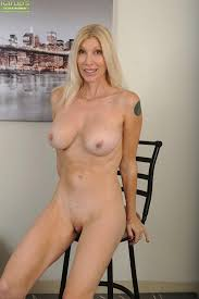 Nude older woman picture