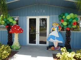 Alice In Wonderland Decoration 17 Best Images About Alice In Wonderland Birthday Party Ideas On