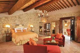 Red Accents For Bedroom Decorating In Italian Style
