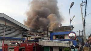 ไฟไหม้โรงงานผลิตสียี่ห้อดังย่านสำโรงใต้ คนงานถูกไฟลวกเจ็บสาหัส 2 ราย -  เดลินิวส์