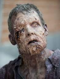 Learn how to turn into the walking dead zombie with makeup and oatmeal! The Walking Dead Zombie Tutorial Zumbi The Walking Dead Fotos