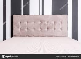 Bed Met Getufte Voorbord Stockfoto Photographeeeu 164168138