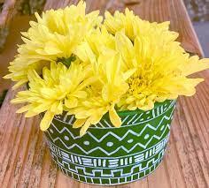 painting plastic flower pots