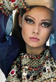 1960s makeup dramatic eyes pink lips