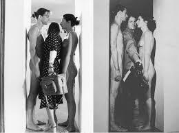 obra de arte de Marina abramovic. Dos personas desnudas a travès de las cuales tienen que pasar.