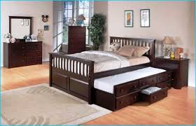 queen bed with trundle underneath. We need this now with how often our  monkeys wake
