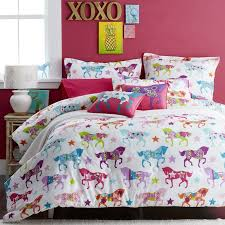 give your little cowgirl the bedding of her dreams with this girls horse bedding collection the bright and colorful horse show comforter and duvet cover