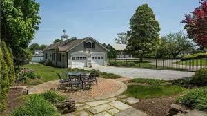 amityville la maison hantée est à vendre pour 850 000 dollars amityville la maison hantée