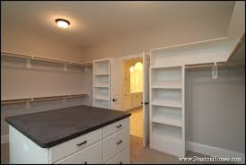 What is the Average Walk in Closet Size? [Closet Pictures with Dimensions]