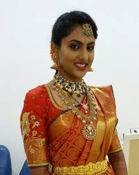 you can use mac krylon or bobbie brown they are some really good brands in the fashion world for rich indian bridal makeup