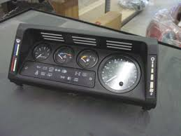defender s here you can see the 1997 nas d90 dash removed it only takes 4 screws and 3 plugs to get to this point