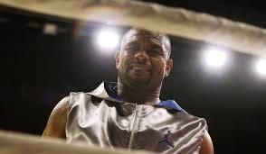 Боксер Рой Джонс выйдет на ринг против Тарвера под флагом ...