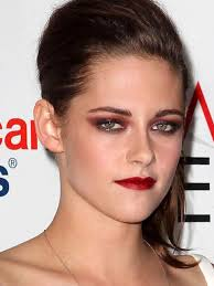 kristen stewartkristen is back on our beauty radar the starlet rocked gothic make up