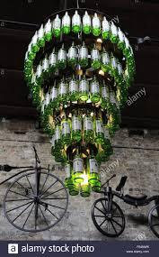 Ein Kronleuchter Aus Aus Den Flaschen Von Jameson Irish