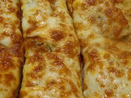 photo of round table pizza san lorenzo ca united states garlic bread