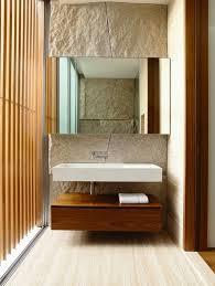 baño estilo moderno pared piedra