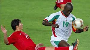 Papa Bouba Diop | Papa Diop, Singa Dakar Penggebuk Prancis di Piala Dunia  2002
