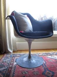 tulip chair after with pillow good light