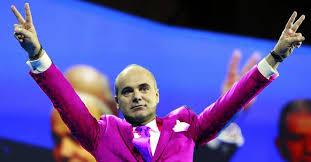 Rareş Bogdan, propus ministru de Interne!!! În sfarsit, Poliția Română o să treacă la uniforme roz!   kmkz.ro