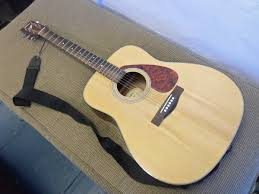 yamaha f325. acoustic guitar yamaha f325 with case