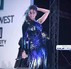 فستان روبي في حفلها الأخير يضعها في موقف محرج مع الجمهور