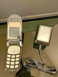 Motorola V series V180 - Black Silver ...