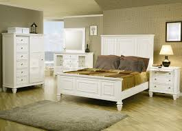 Creating Elegant Look Of The Bedroom By White Wooden Beds – casaroanne