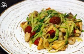 Los Espaguetis De Calabacín Son Una Forma Diferente Y Divertida De Tomar  Más Verduras, Con Ellos Podemos Hacer Infinidad De Recetas.