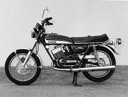 two stroke motorcycles yamaha rd350 motorcyclist online enlarge 1973 rd350 enter the giant killer
