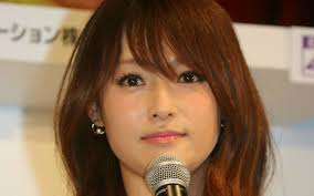 2ページ目)『はじこい』深田恭子は、なぜアラフォーになってもファンタジーの主役なのか | 文春オンライン