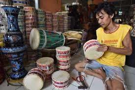 Marawis juga termasuk salah satu keluarga besar alat musik betawi yang masih dilestarikan hingga saat ini. Kerajinan Alat Musik Marawis Antara Foto