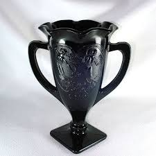 this black amethyst glass trophy shape vase with ruffled rim in was made in the early 1930s by l e smith glass company it s 7 1 4 inches high by about