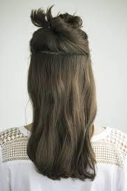 蒸し暑い季節にオススメのゆるまとめ髪大人の簡単ヘアアレンジ