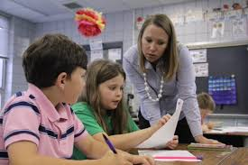 will new florida standards leave time for creative writing  laurie langford a second grade teacher at west defuniak elementary helps two students look