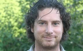 Mit seinen YouTube-Clips, welche für den StopArmut Kreativ-Preis 2012 nominiert sind, lädt Daniel Gerber zur Reflektion dieser Realitäten ein. - 220380-Daniel-Gerber
